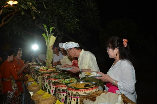 挙式後はインドネシア料理をお楽しみください