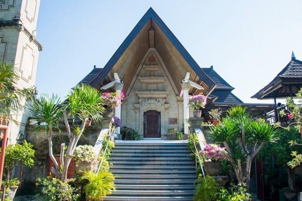 バリ島の格式あるプロテスタントのヌサドゥア教会